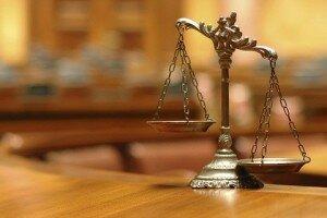 Чаши весов в зале суда