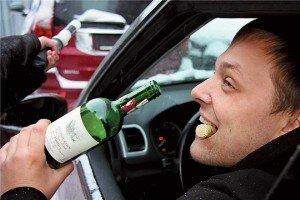 Пьяный водитель за рулем авто